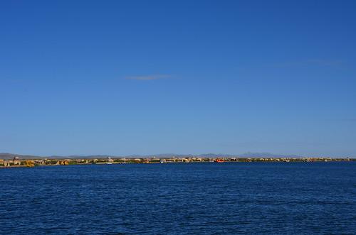 Ein ganzer Küstenstreifen mit schwimmenden Inseln.