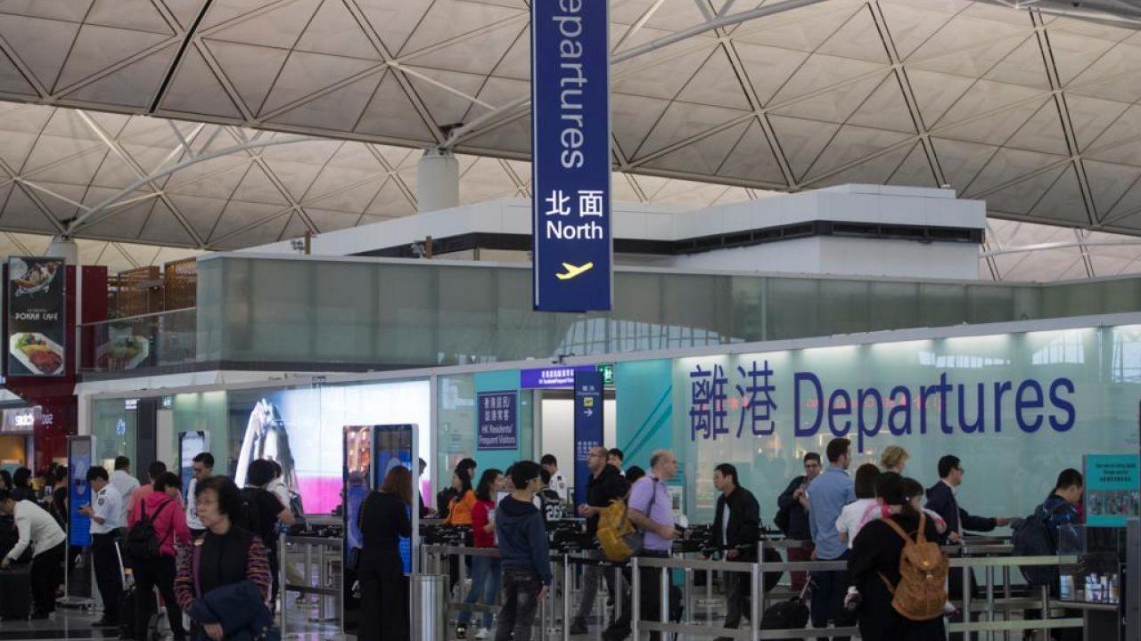 有乘客在Facebook投訴,指HK Express明知「帕卡」襲港仍堅持起飛回港,最終被逼於廈門降落。(資料圖片)
