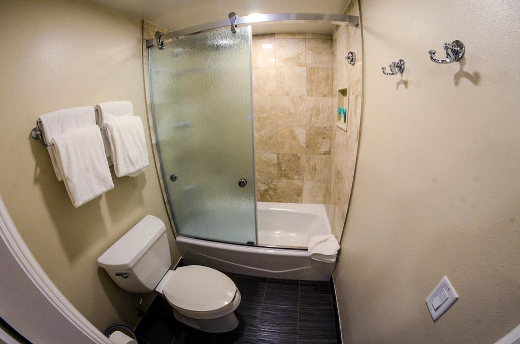 Yacht Club bathroom