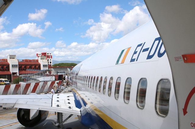 Boeing 737-8AS, Ryanair, destination Charleroi, EI-DCF