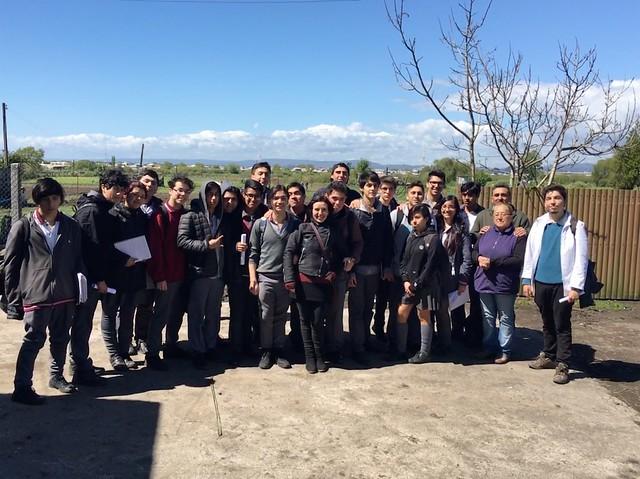 4º medio D y profesores de Historia visitaron a horticultores de Boca Sur Viejo