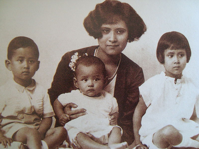 Mom Sangwan, Prince Ananda, Prince Bhumibol and Princess Galvani