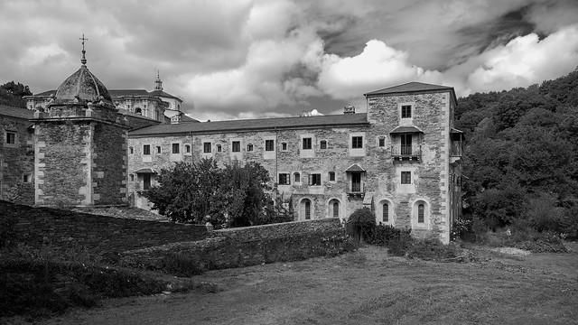 Vista del Monasterio de Samos.