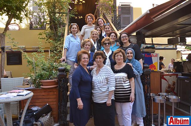 Alanya Kadınları Yardımlaşma Derneği Başkanı Nurcan Okan ve Yönetim Kurulu üyeleri hep birlikte Albüm için poz verdi.