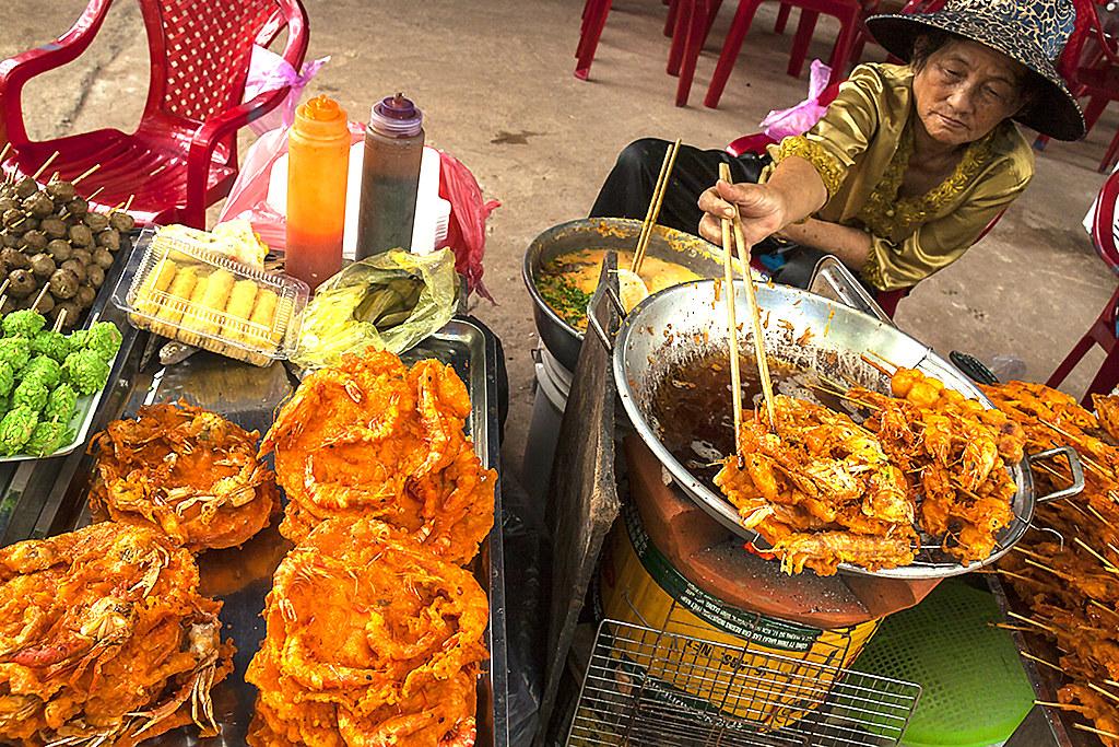 Woman frying shrimps--La Gi