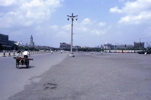 不在静安区的人民广场,但我也是童年也常去的地方。因为妈妈在龙门路上班。