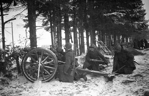Soviet 76.2-mm  Model 1927, fire at the enemy near Kaliningrad (now Tver)  2nd dec 1941.