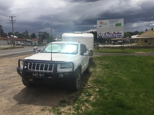 Jeep and the Starship Enterprise at the Two Fat Ladies Cafe at Lucknow, NSW. Great food n Coffee, thanks ladies.