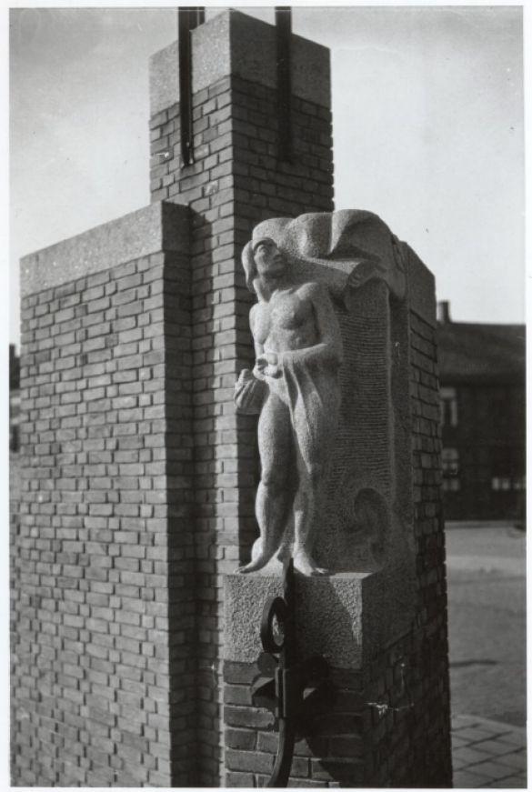 WP_20171104_10_20_38_ProHaagpoortbrugBeeldhouwwerkTheoVanRijnHaarlem1930-1940