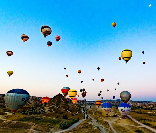 Ballooning In Cappadocia, Turkey, Canon EOS REBEL T4I, Canon EF-S 10-22mm f/3.5-4.5 USM