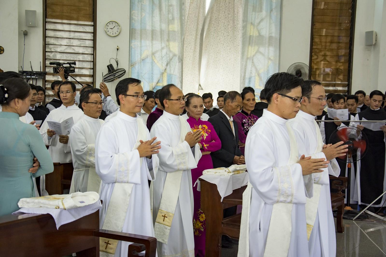 Đan Viện Thánh Mẫu Phước Sơn : Thánh Lễ Truyền Chức Linh Mục - Ảnh minh hoạ 3
