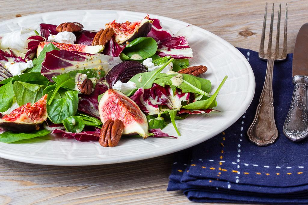 Herbstlicher Salat mit Balsamico Zwiebeln via lunchforone