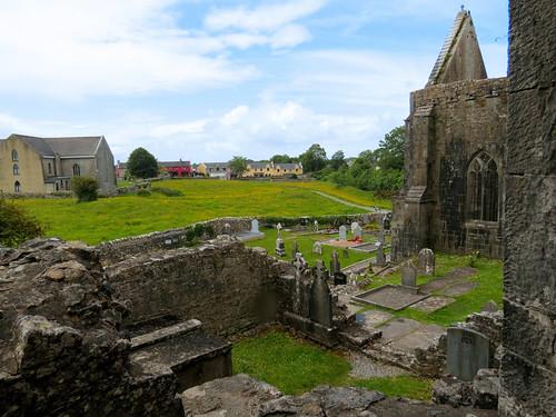 ireland éire eire clare anclár anchláir county co church abbey franciscan ruin cuinche cemetery graveyard burialground