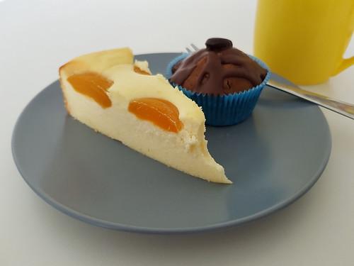 Aprikosen-Käsekuchen und Cappucchino-Muffins (anlässlich des Abschieds einer Kollegin)