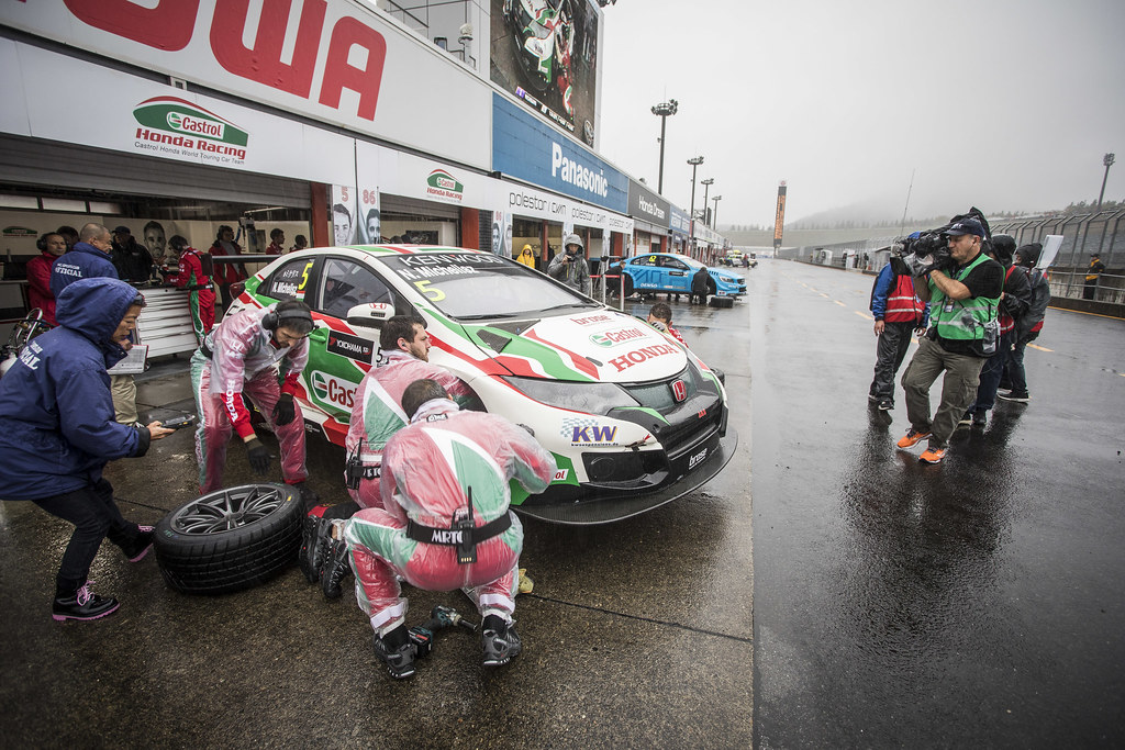 MICHELISZ Norbert (hun) Honda Civic team Castrol Honda WTC pneus tyres tyre pluie rain during the 2017 FIA WTCC World Touring Car Championship race at Motegi from october 27 to 29, Japan - Photo Gregory Lenormand / DPPI
