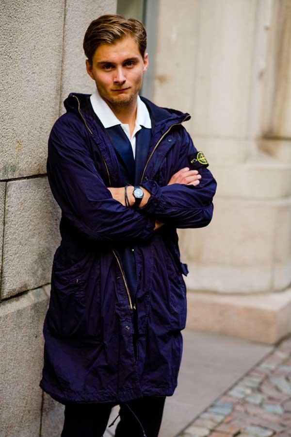 ストーンアイランド 紺ナイロンブルゾンコート×紺スーツ×白シャツ