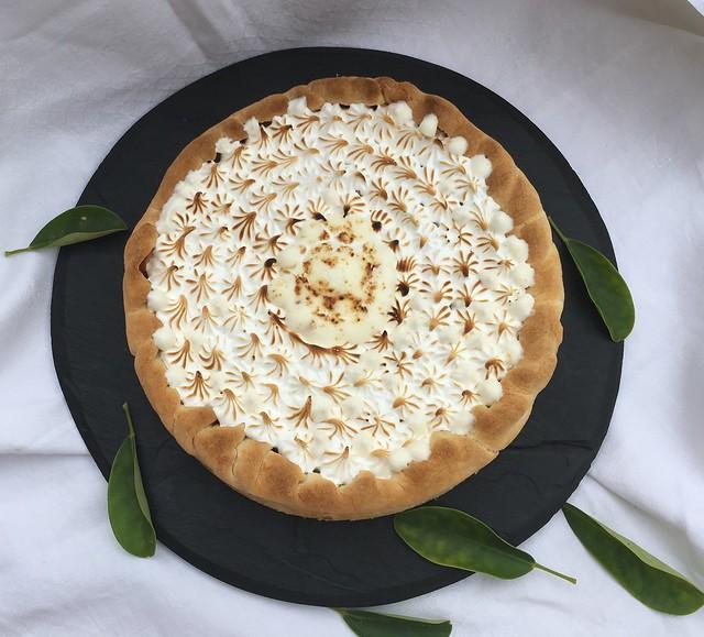 Tarta de canela con manzana y merengue