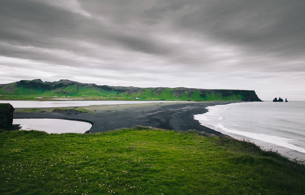 Islanti Black Beach