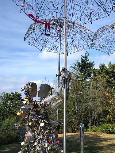Love locks sculpture, Queen Elizabeth Park
