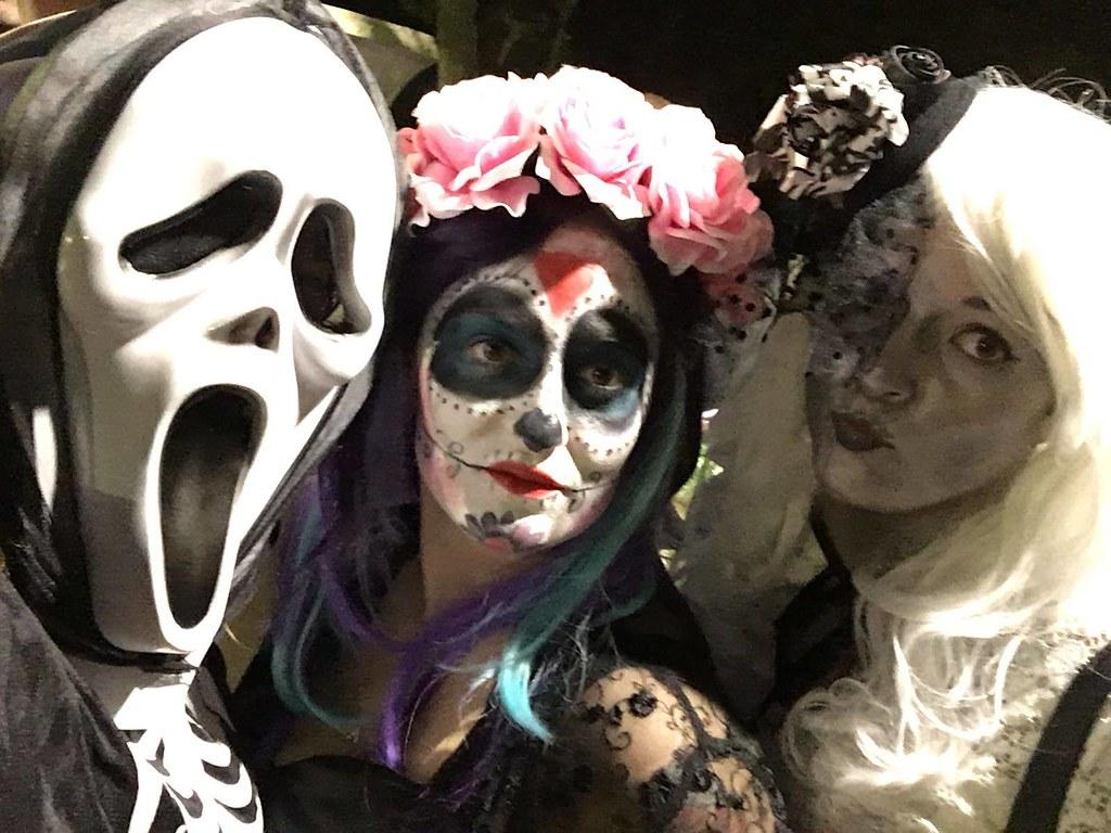 Ana, Aketchita y Eva (Halloween)