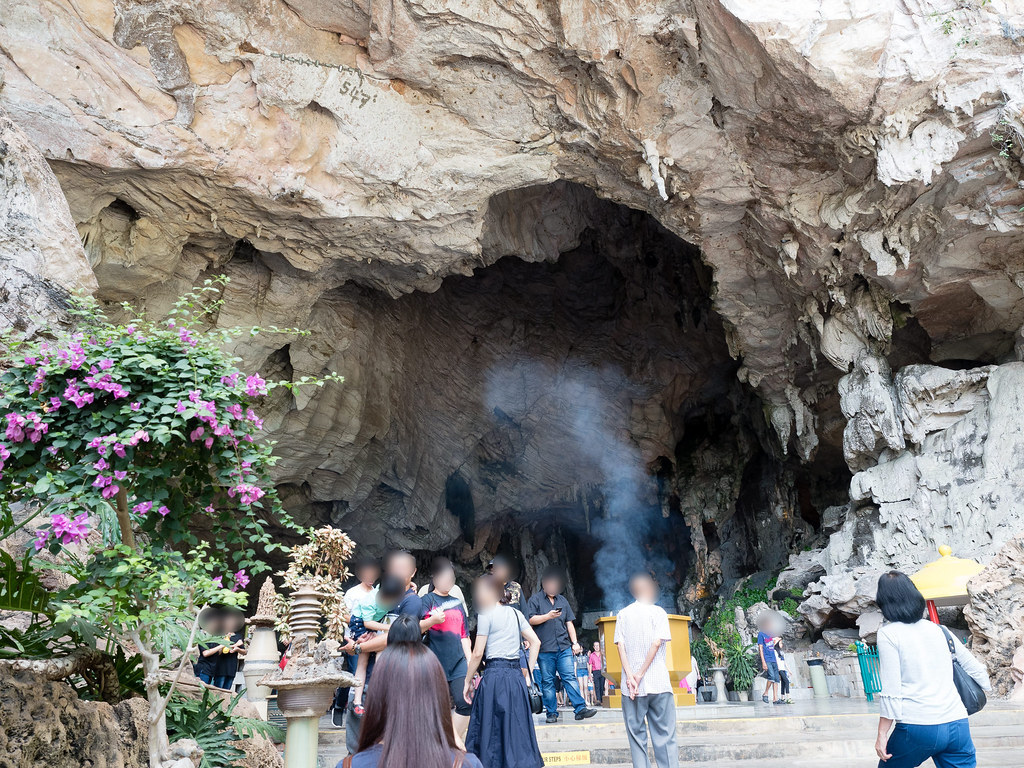 Walking into Kek Look Tong Cave Temple (极乐洞)