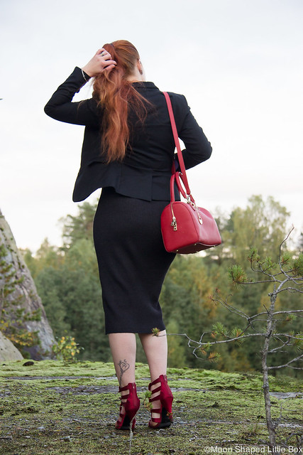 OOTD River Island croptop Guess neulehame neuloshame midihame kynähame knitskirt Skirt DKNY Bag laukku Esprit jakku bleiseri musta jakku rusettikengät korkokengät tyylibloggaaja