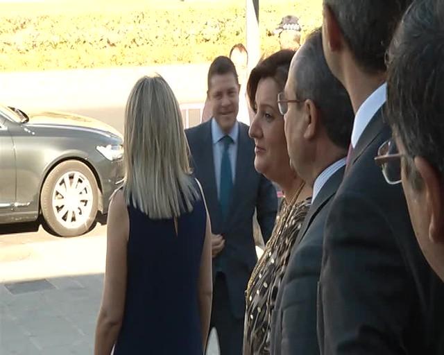 Imágenes del presidente de CLM durante la inauguración de la XXXVII edición de la Feria de Artesanía de Castilla-La Mancha 'FARCAMA 2017'
