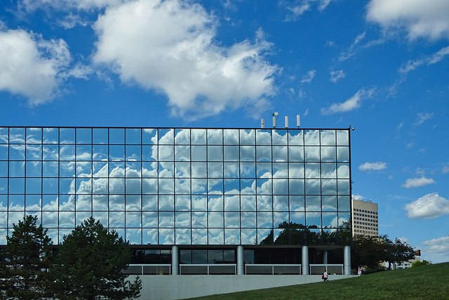 Building with Cloud Reflections, Sony DSC-HX90V, Sony 24-720mm F3.5-6.4