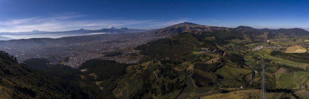 Quito y LLoa panorámica