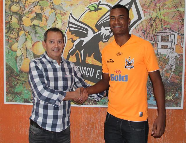 Presidente Janio Moraes apresenta o atacante Luan