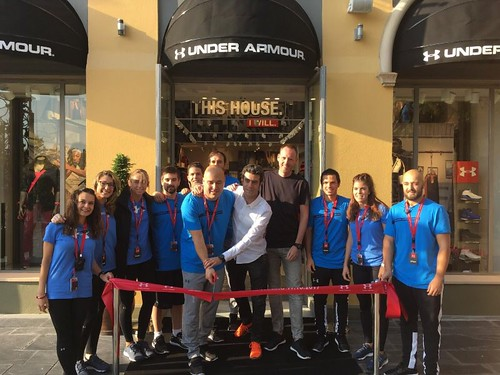 100mm rood lint met wit bedrukt opening  Under Armour store in Las Rozas Village Madrid