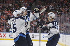 Ehlers scores hat trick, adds assist as Jets beat Oilers