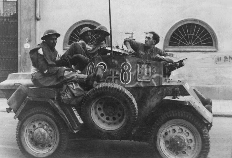 Autoblinda-Lince-indian-prisoners-florence-19440818-bpz-1