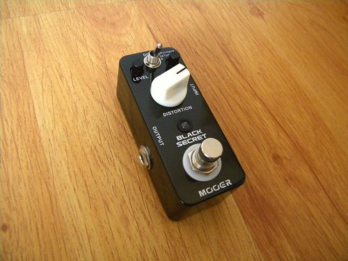 Pedal Mooer Black Secret Distortion | by fotoselbajista