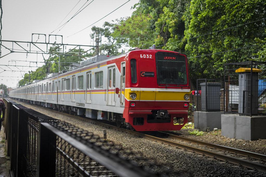 TM 6000 (10 cars set) @ Stasiun Cawang