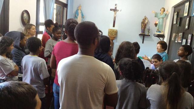 Alunos visitam a Comunidade Jesus Menino