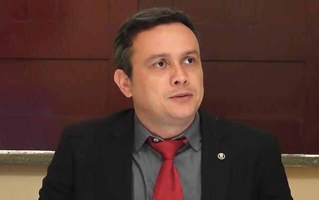 Censura: juiz impede blogueiro de falar de advogada do prefeito de Óbidos, juiz Clemilton Salomão, de Óbidos