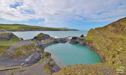 Hiking UK - a day hike in the UK Porthgain to Abereiddi walk