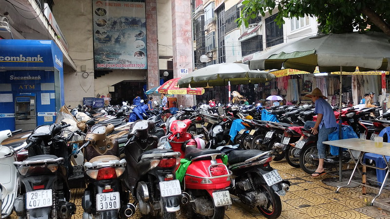 Motos llenando una plaza