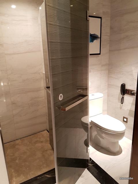 Yuantong Hotel toilet
