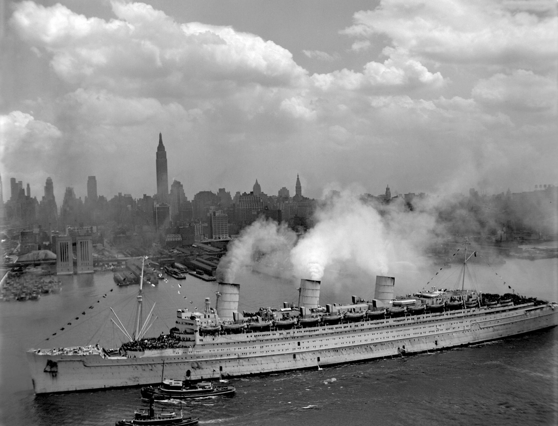 Queen Mary arrives in New York, June 20, 1945