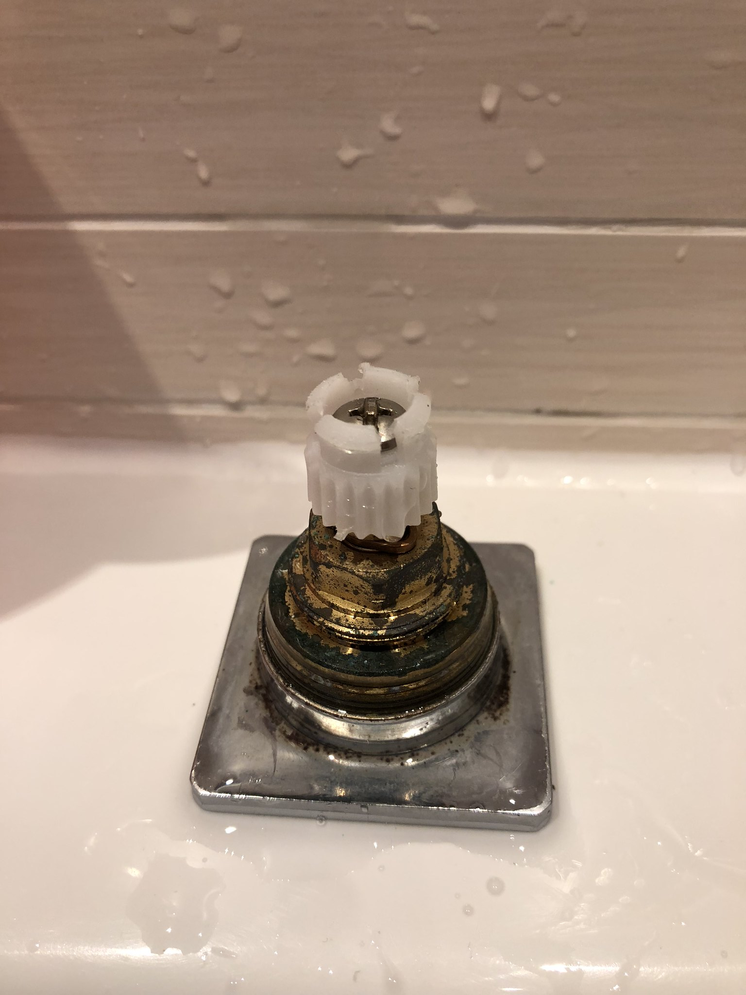 Plumbers, what\'s this bit called? Also, can I get a replacement ...