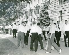 Striking Baltimore transit workers picket feds: 1943