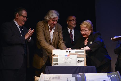 Donación de archivos de exilio chileno en México