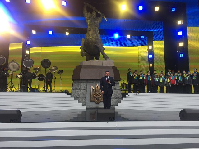 Як Луценки відкривали пам'ятник з конем у Дубні