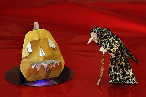 Origami Pumpkin / Origami Jack-O-Lantern (Marc Kirschenbaum) and Origami Witch (Seiji Nishikawa)