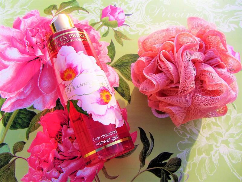 nouvelle-gamme-fleurie-pivoine-feerie-jeanne-en-provence-soins-corporels-thecityandbeautywordpress.com-blog-beaute-femmeIMG_8712 (2)
