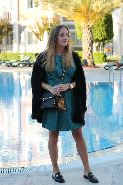 green-dress-and-valentino-bag-whole-outfit-wiebkembg