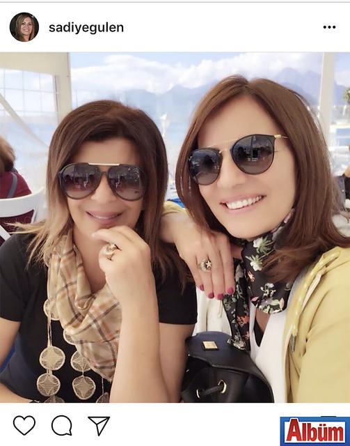 Sadiye Gülen, yakın dostu Hatice Yenilmez ile birlikte cumhuriyet kutlamaları için Kaş'a gitti.