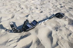 Bounty Hunter Gold Digger metal detector on the sand